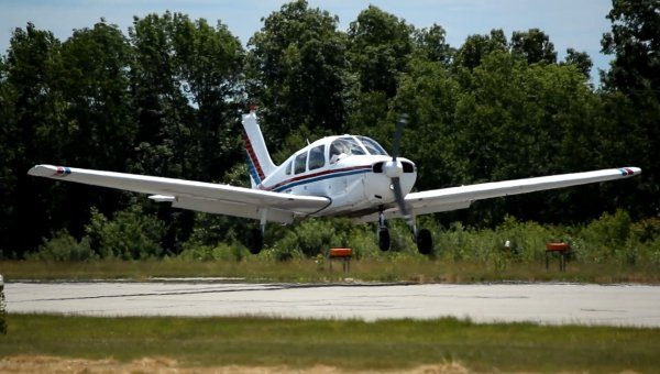N8027F landing at Southbridge 3B0